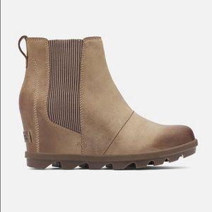 Joan of Arctic™ Wedge II Chelsea Boot